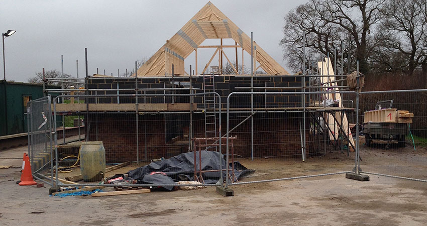 Roof Trusses Going On 850x450
